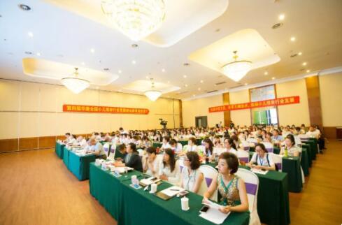 青岛市北区浮山后小区邀请华康小儿推拿学校开展小儿推拿健康知识讲座!
